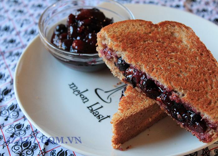 Bánh mì Sandwich cuộn mứt dứa