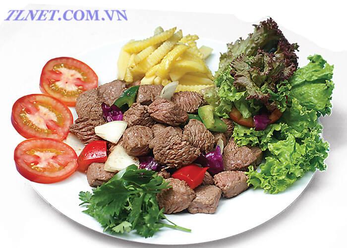 Thịt Đà Điểu Nấu Đậu Với Khoai Tây Rán